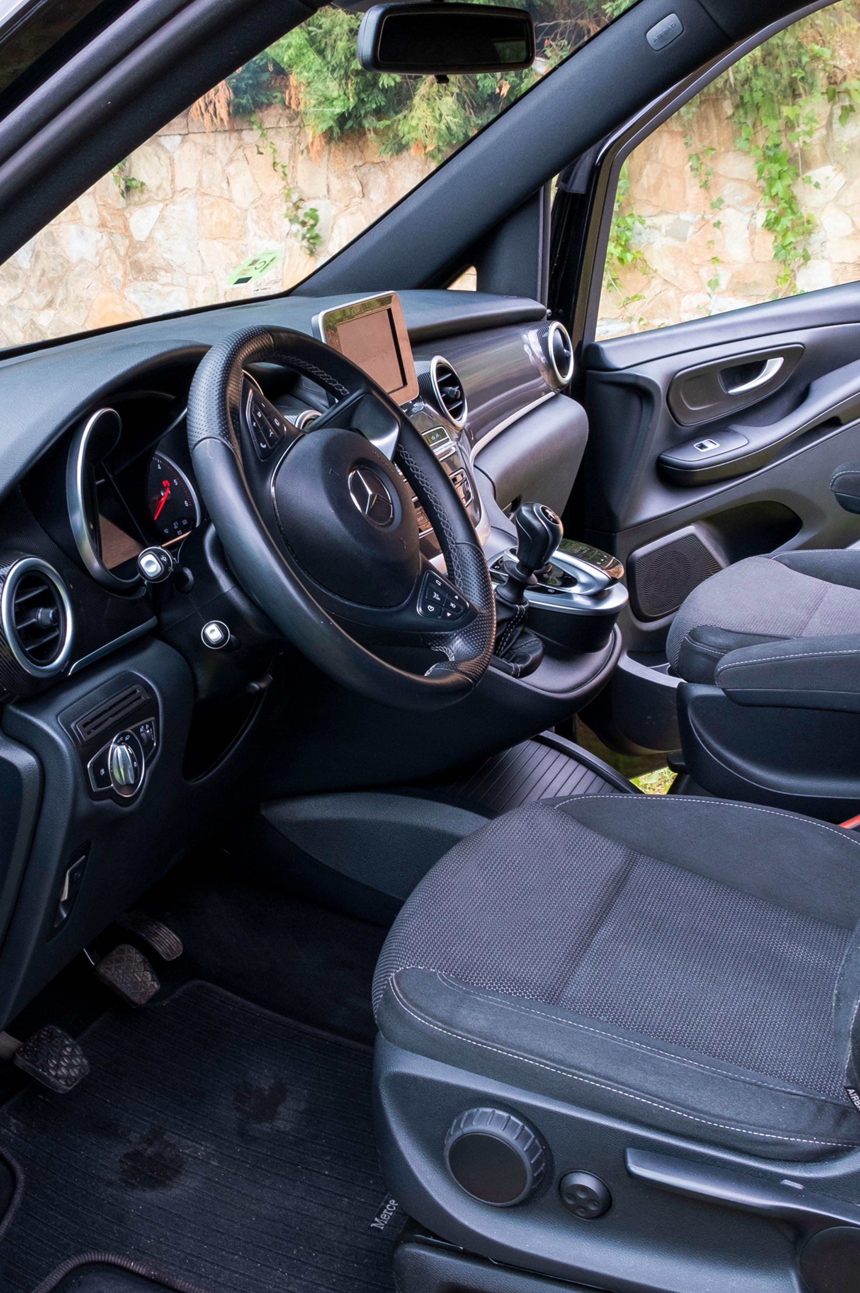 Mercedes V 200D Interior